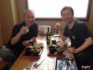 福井県勝山市のお蕎麦屋で運昇さんと。2012年撮影。
