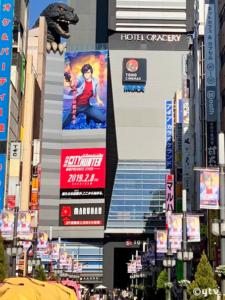 """東京新宿歌舞伎町""""ゴジラ通り""""がシティーハンター一色になってました!"""